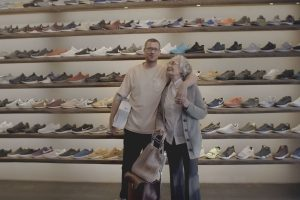 1_Oma_Helga_sneaker