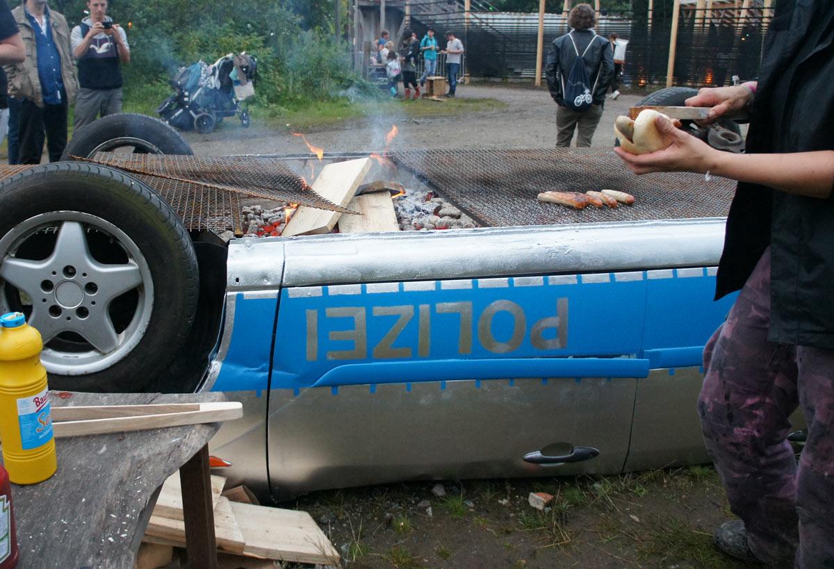benedetto-polizeiauto-grill-1