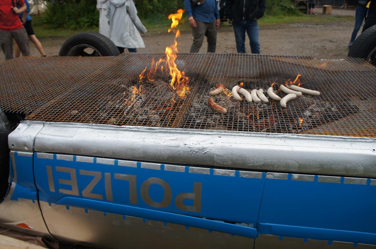 benedetto-polizeiauto-grill-3