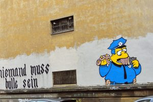 niemand-muss-bulle-sein-frankfurt-simpsons-clancy-wiggum-graffiti