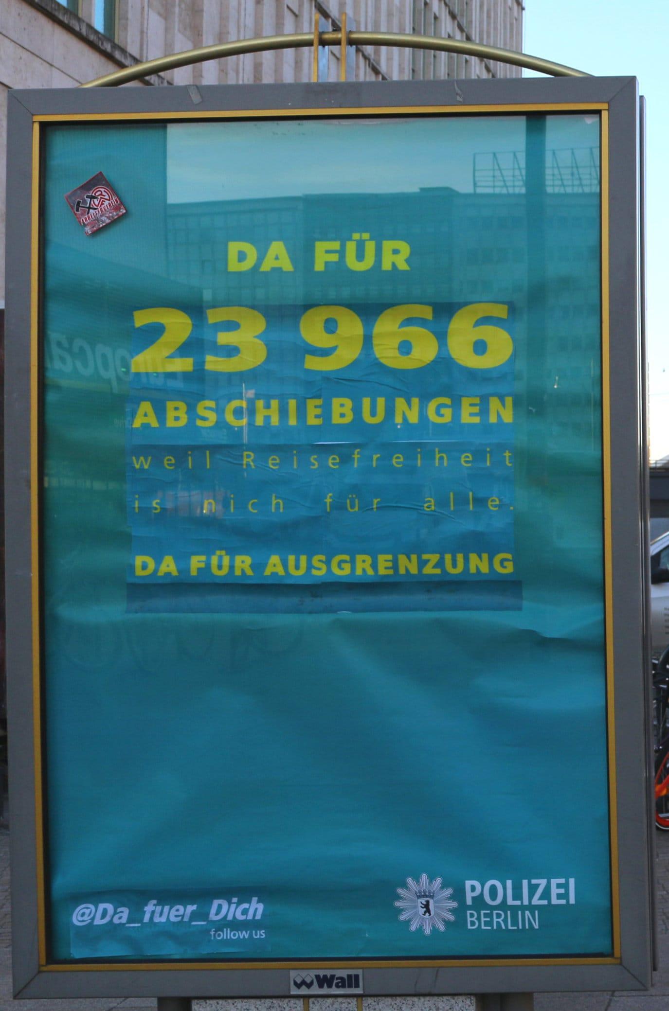 Adbusting Von Plakaten Der Berliner Polizei Am Alexanderplatz