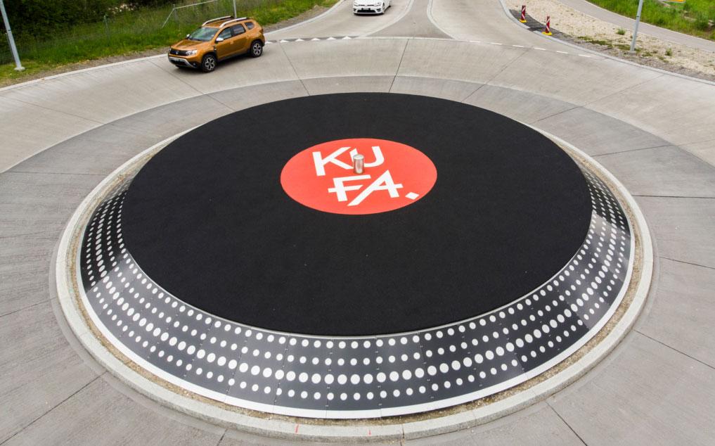 Im Schweizer Lyss gibt es einen Kreisverkehr, der aussieht wie ein Plattenspieler